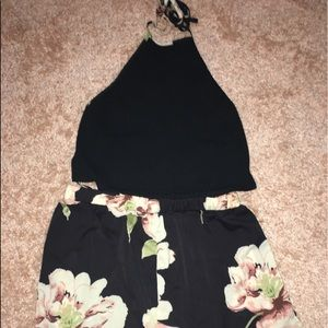 Rib-knot halter top with flower shorts set